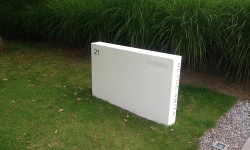 brievenbus op maat gemaakt in wit gelakt staal